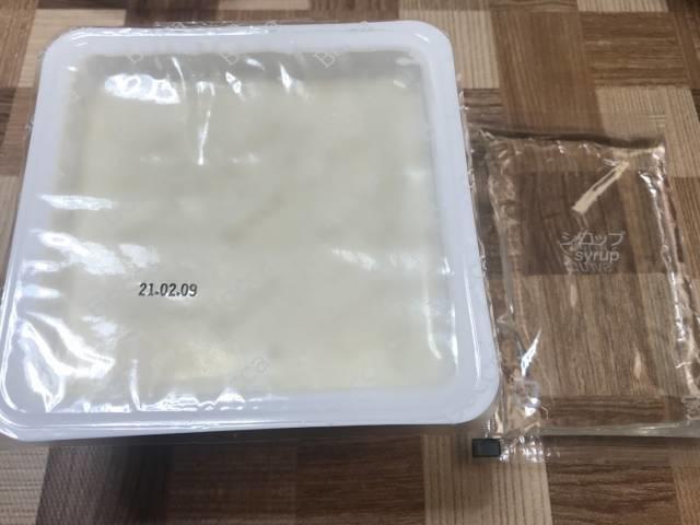 「牧家の杏仁豆腐」の杏仁豆腐とシロップ
