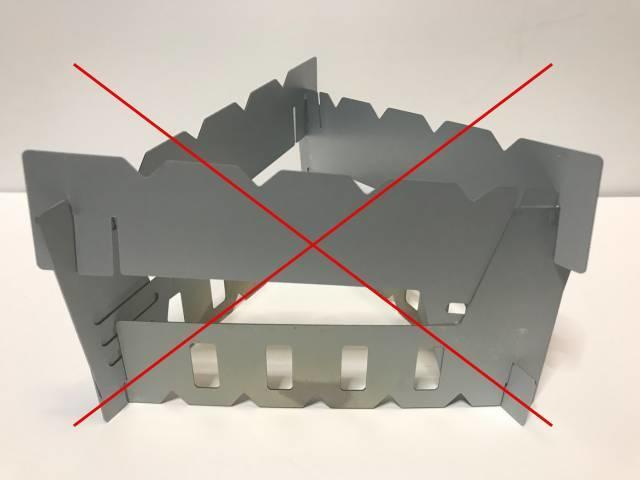 上段:ダイソー、下段:セリア(逆)の2階建ては不安定