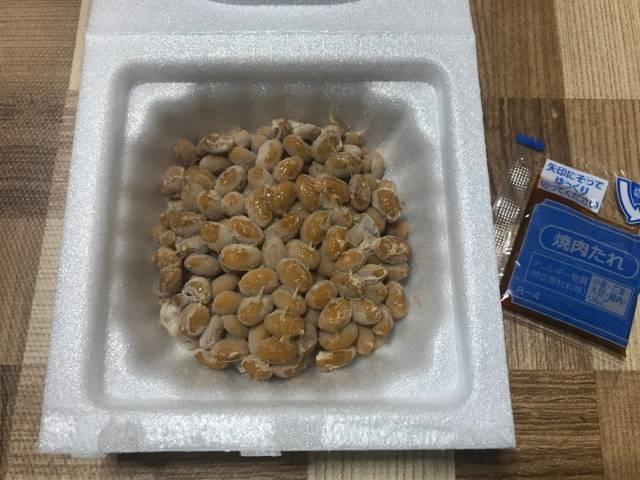 「ご飯に合う濃厚焼肉タレで食べる旨~い極小粒納豆」のタレの小袋