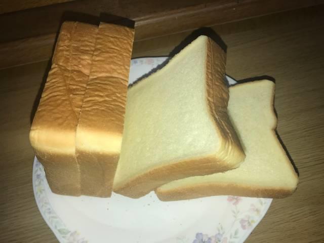 「バターなんていらないかも、と思わず声に出したくなるほど濃厚な食パン」は4枚切り