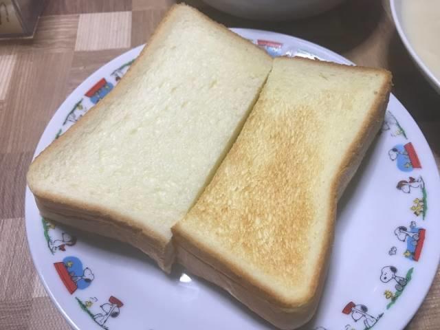 「バターなんていらないかも、と思わず声に出したくなるほど濃厚な食パン」の半分をトースト