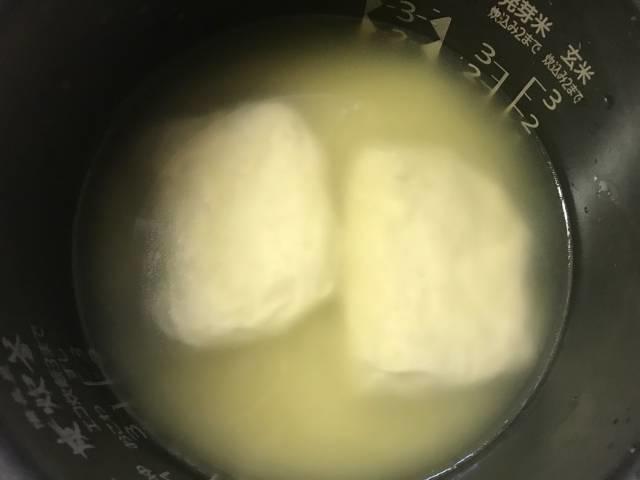 サラダチキンを入れて炊飯器で「海南鶏飯」を炊く