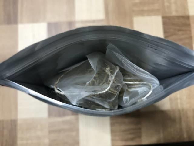 こととやの「加賀のお茶屋の棒ほうじ茶」パッケージ内