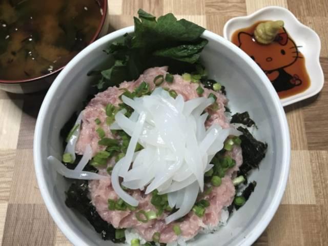 マルハニチロの冷凍「鮪たたき」を使ったネギトロ丼