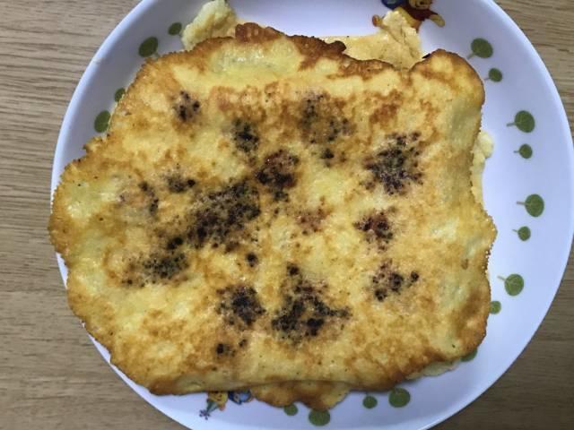 ケチャップを垂らして焼いたカリカリチーズトースト
