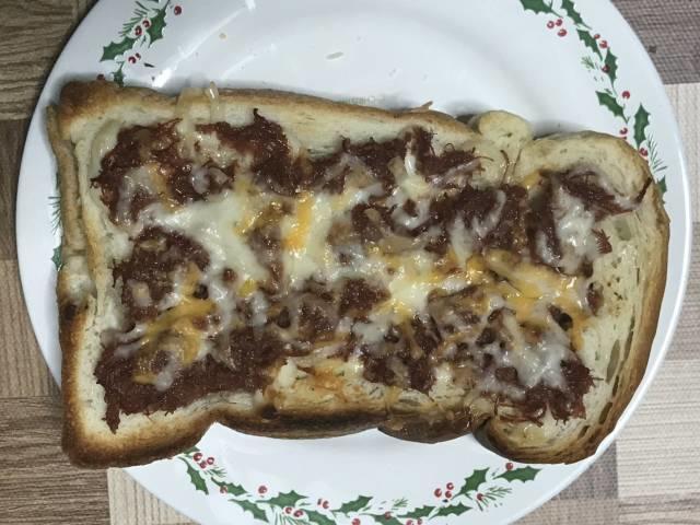 チーズを乗せてオーブントースターで焼いたら完成