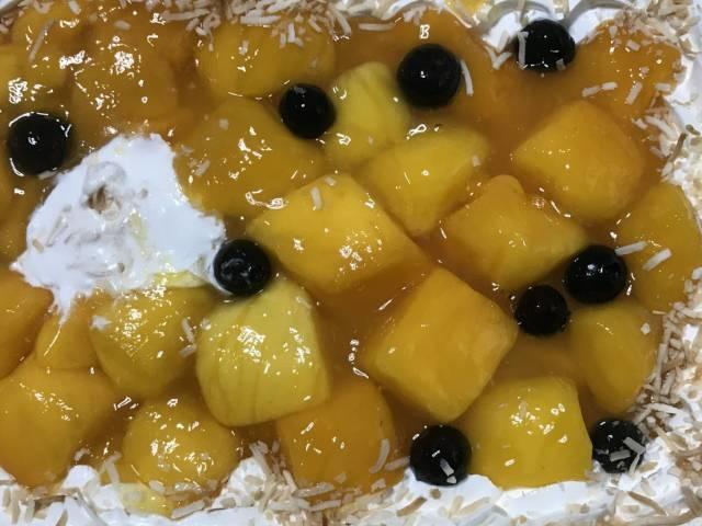 コストコの「マンゴームーススコップケーキ」アップ