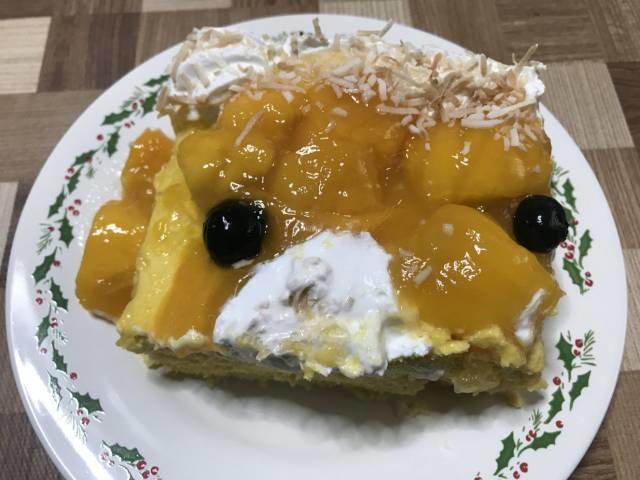 6分の1に取り分けた「マンゴームーススコップケーキ」