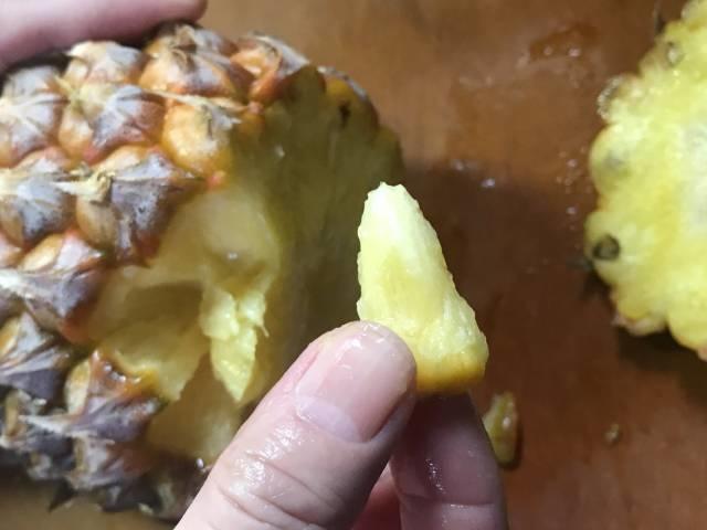 スナックパインは手でちぎって食べられる