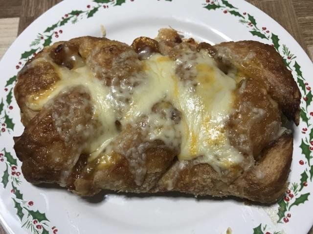 オーブントースターで焼いた「アップルシュトルーデル」+チーズ