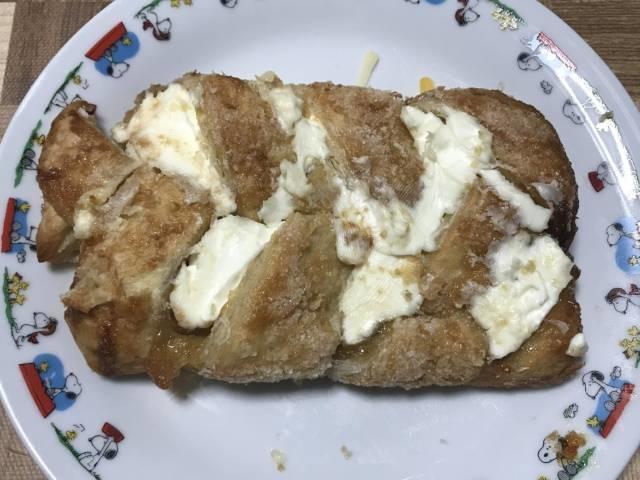 オーブントースターで焼いた「アップルシュトルーデル」+クリームチーズ