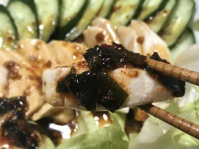 ピリカラの「にらタレ」はサラダチキンに合う