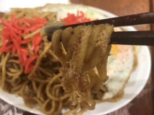 「元祖三田焼きそば」の太麺