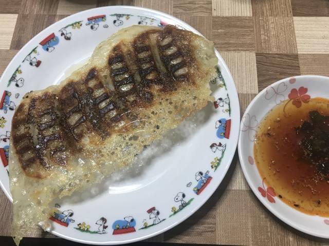 「ニラ餃子」の焼き上がり