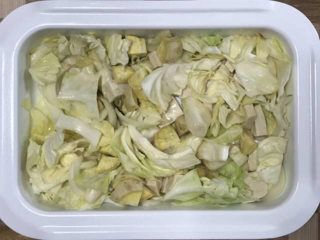 ミニホットプレートで野菜と鶏肉を焼く