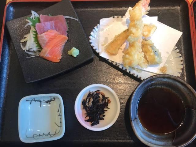 「牛すき焼き鍋和食膳」の天ぷらと刺し身