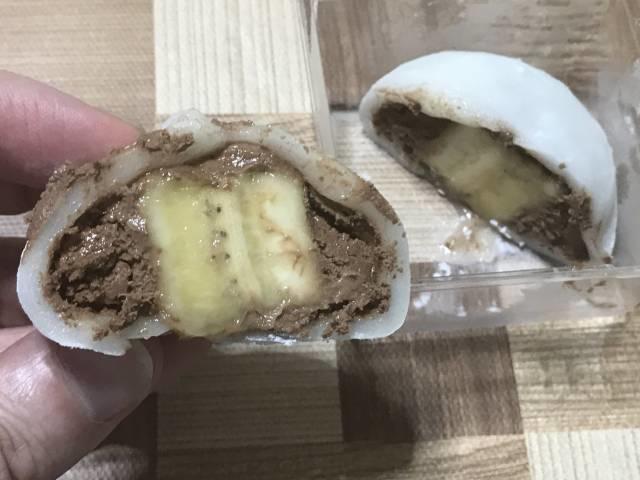 ヤマザキ「チョコバナナ包」断面