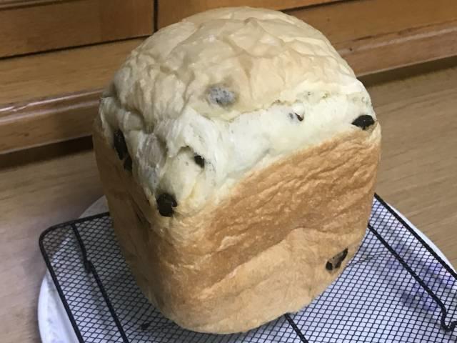 ホームベーカリーで焼いたレーズン食パン