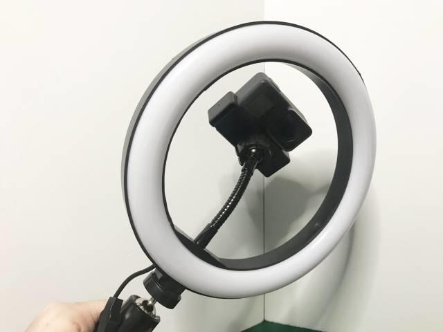 EDリングライトの後ろ側にカメラを設置