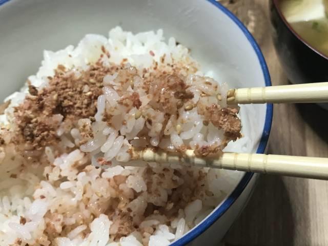 「松屋牛めし味ふりかけ」ご飯