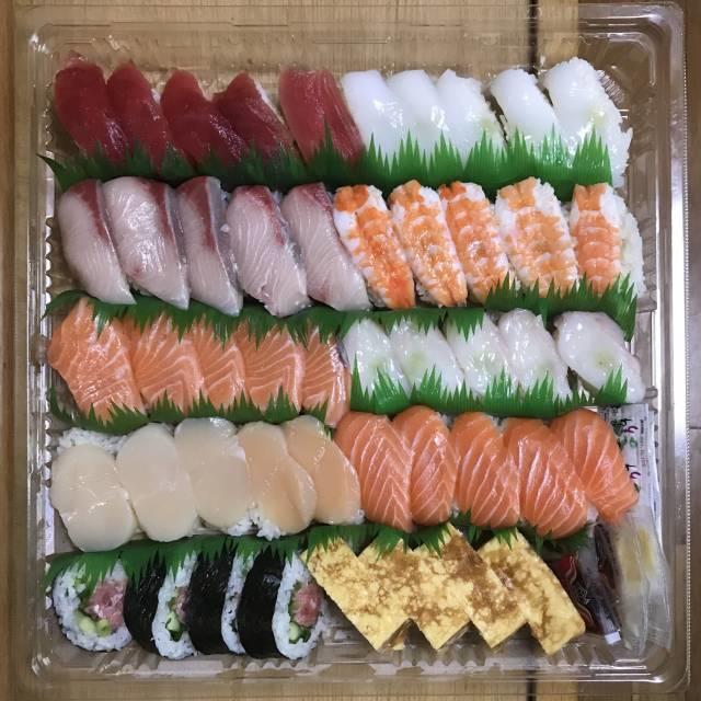 コストコ「寿司ファミリー盛り48貫」