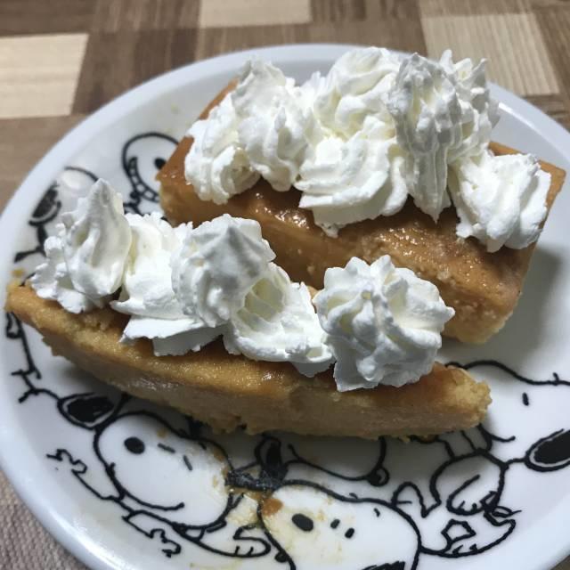 コストコの「キャラメルフラン」にホイップクリームをトッピング