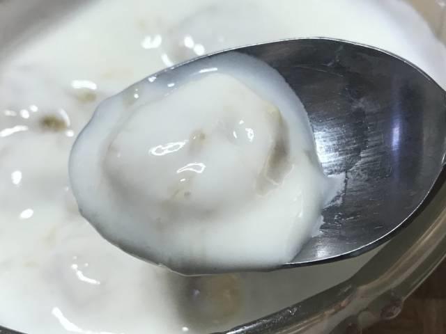 古谷乳業の「はちみつヨーグルト」と冷凍バナナひとくち