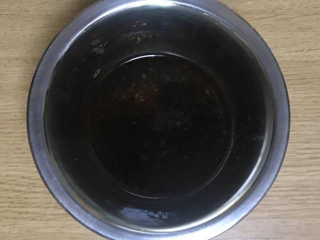 ヨシダソース、姜葱醤(ジャンツォンジャン)、にんにく、コチュジャン、醤油のタレ