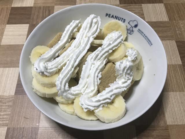 カットした「バナナバウム」に追いバナナ