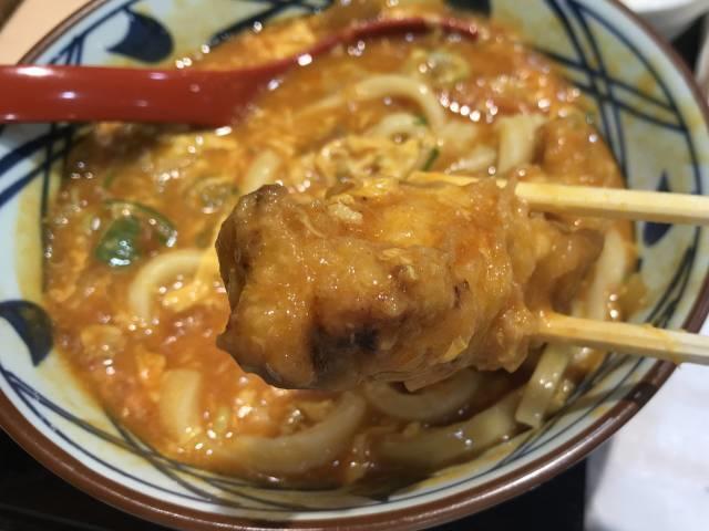 丸亀製麺の「トマたまカレーうどん」とかしわ天