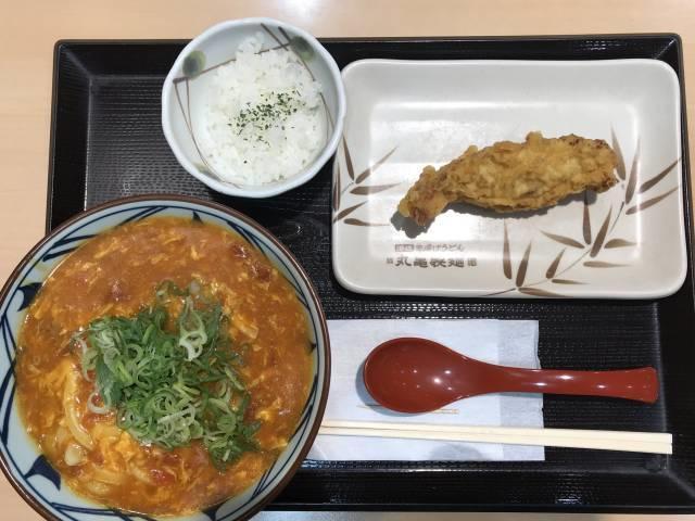 丸亀製麺の「トマたまカレーうどん」+かしわ天
