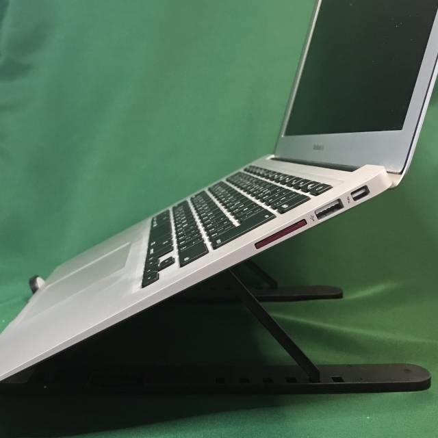 「モバイルPCスタンドMAX」とMacbook Air横から