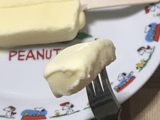 赤城乳業の「かじるバターアイス」ひとくち