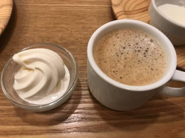 「旬菜食健ひな野」のアイスクリームとホットコーヒー