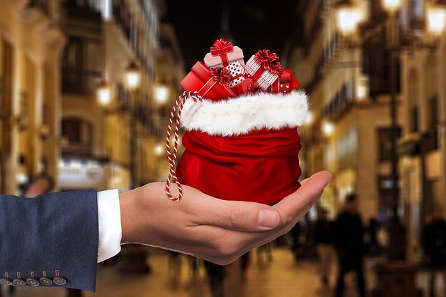646a798822e27 クリスマスにプレゼントをなぜあげるの?意味があるのか習慣か - うわの ...