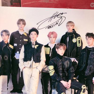 nct127 メンバーたちのサイン入りポスターの画像