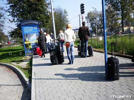 バリチェ空港から歩いて100mの電車乗り場