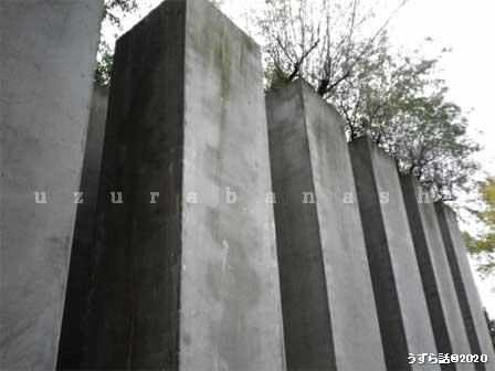 巨大な石柱
