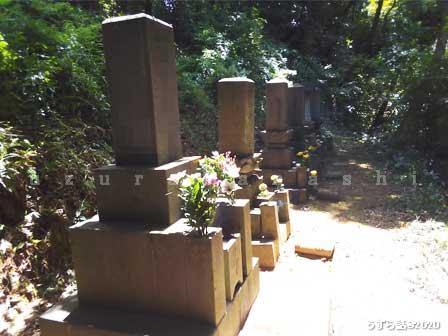山の中のお墓