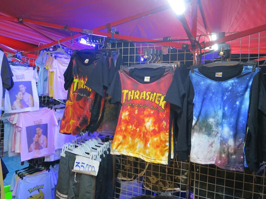 ラオスで人気のThrasher Magazine Tシャツ