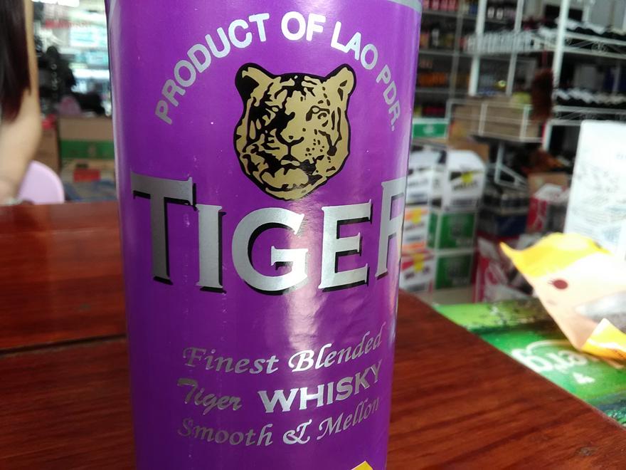 タイガーウイスキーのボトル
