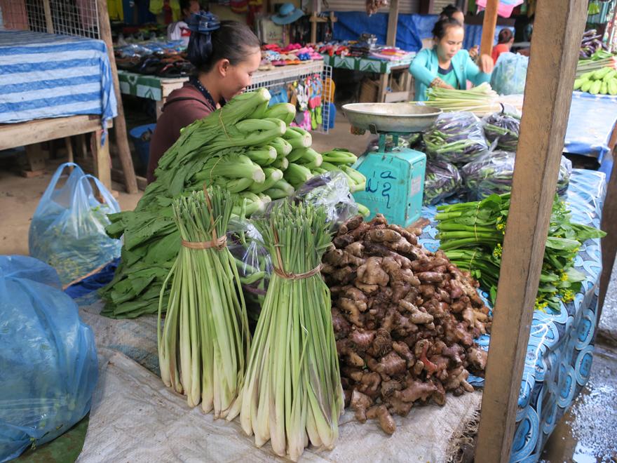バンビエン 南の市場の様子