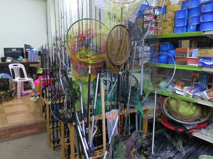 ラオス、ビエンチャンの釣具店 双尤漁具商行