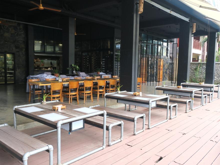 バンビエン、インティラホテルのレストラン Vang Vieng INTHIRA HOTEL