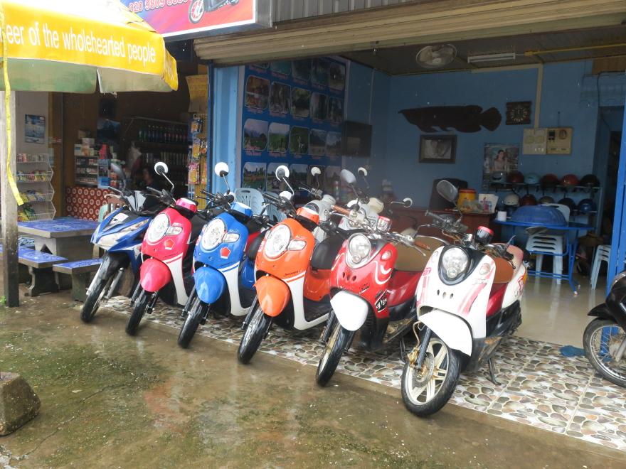 バンビエンでバイクを借りる場所と料金まとめ
