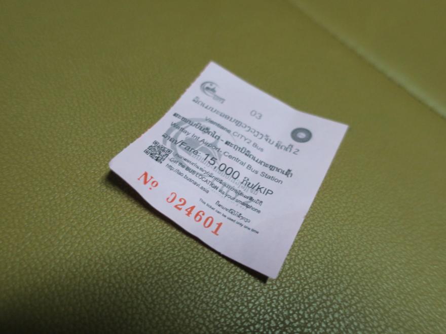 ビエンチャン空港行きのバス