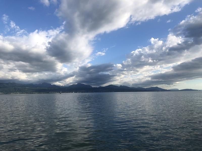 オリンピック・ミュージアムから眺めるレマン湖