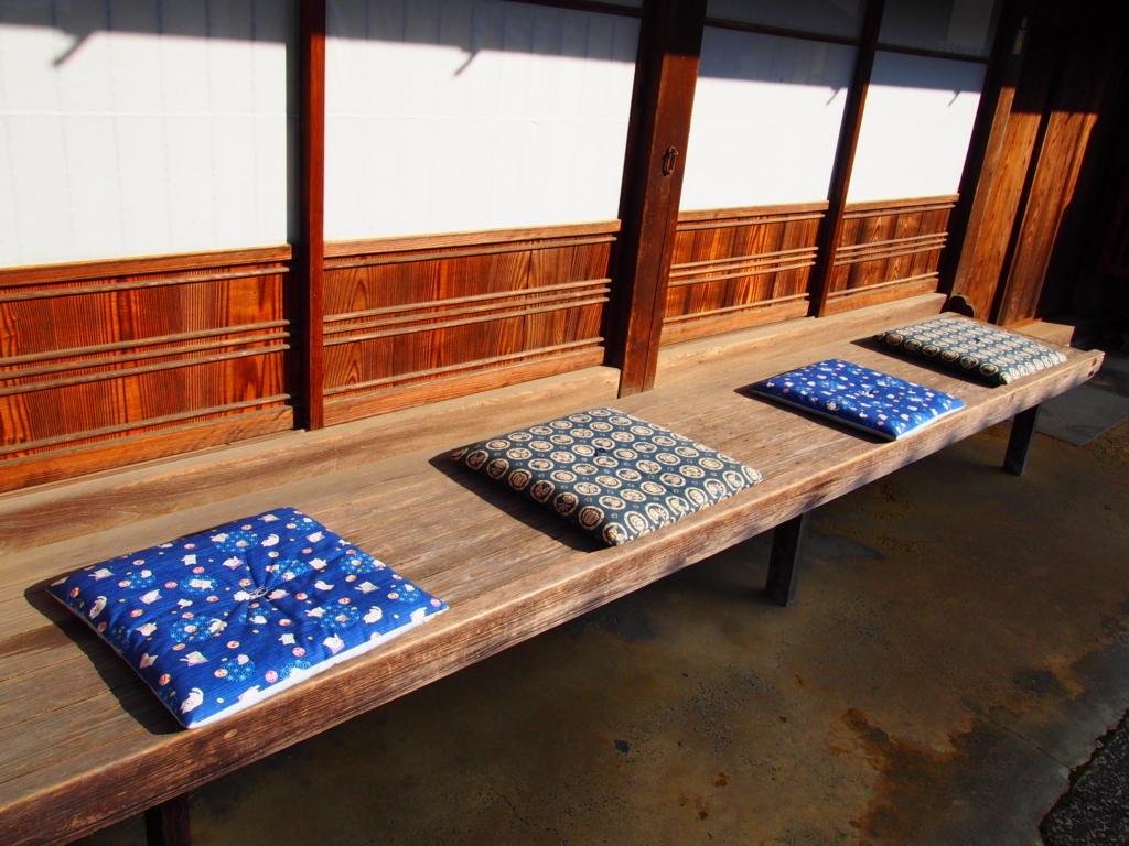 愛媛県内子町の座布団が並ぶ景色