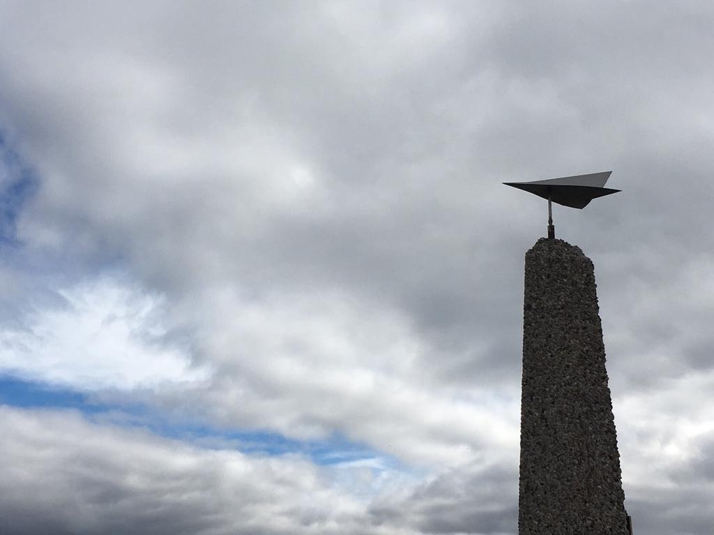 カナダイエローナイフの飛行機の像