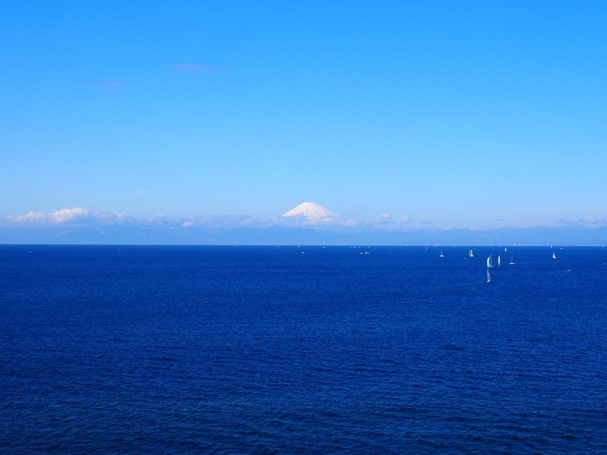 神奈川県三浦半島から見た富士山